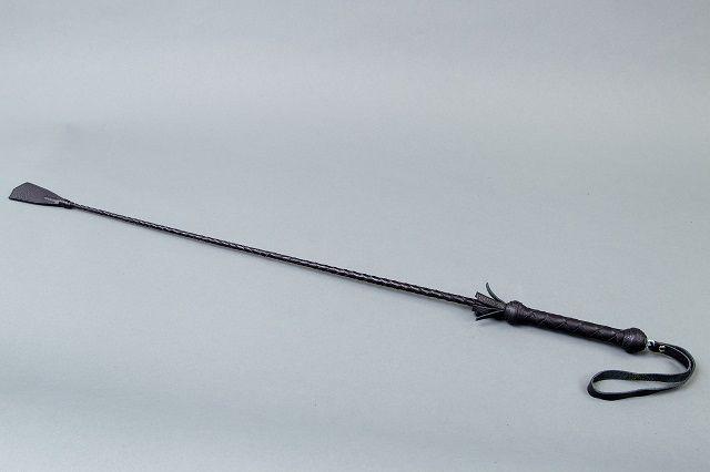 Чёрный стек с плетеной ручкой и наконечником-ступнёй - 70 см. - фото 129476