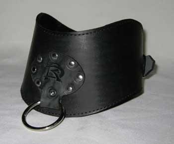 Кожаный фигурный широкий шейник с кольцом Р283 от Подиум
