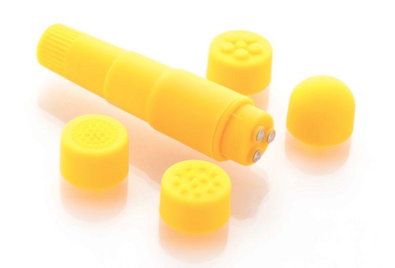 Компактный желтый вибромассажер  с 4 насадками