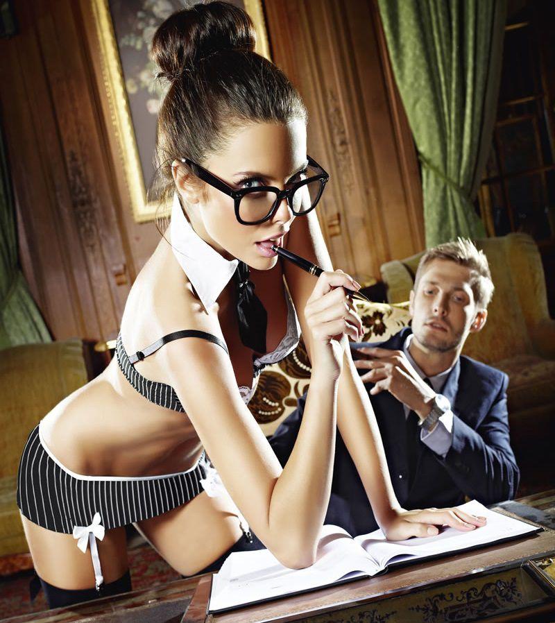 Игровой костюм сексуальной секретарши: топ, мини-юбка, воротничок и галстук