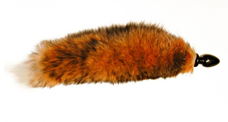 Анальная пробка черного цвета с тонированным лисьим хвостом
