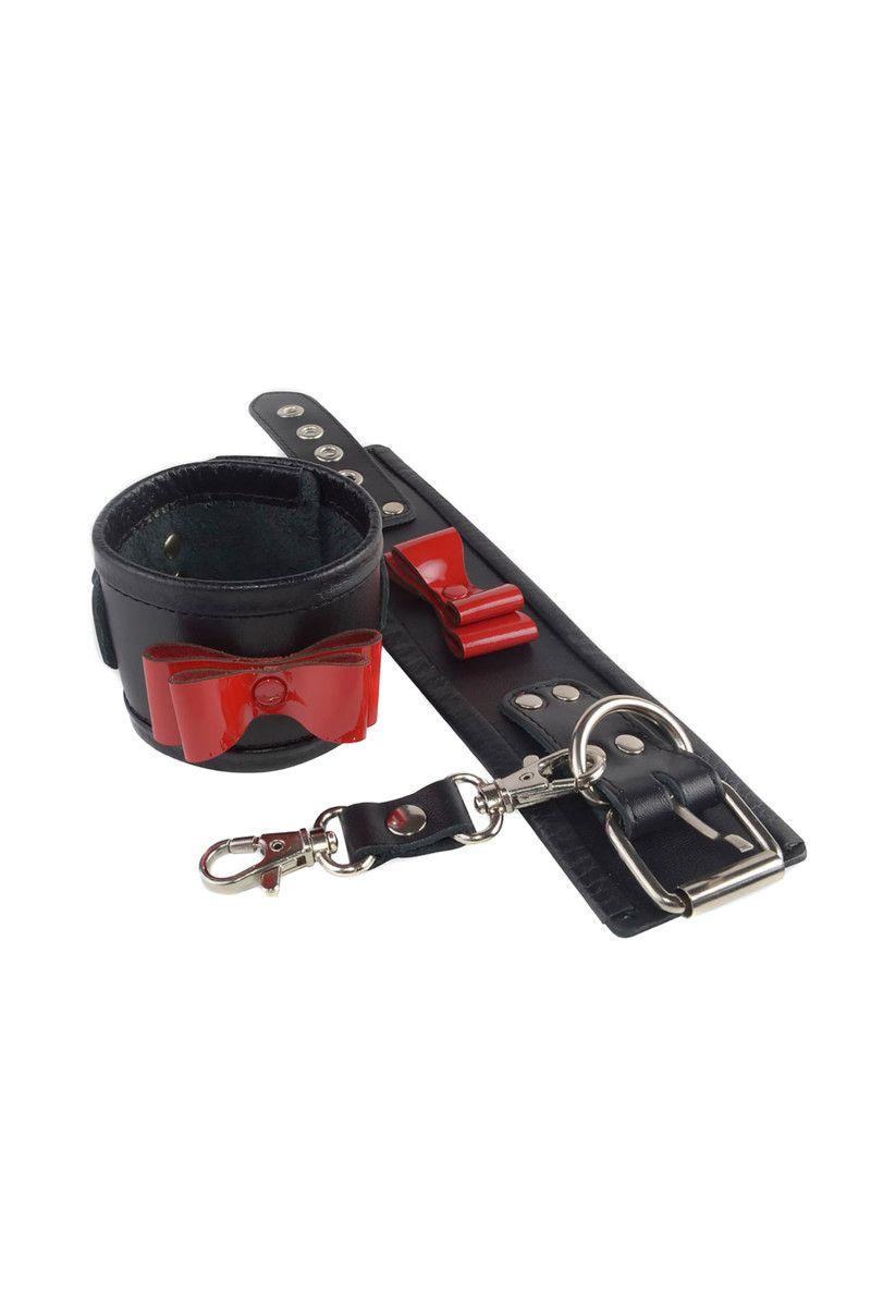 Черные наручники с красными лаковыми бантами