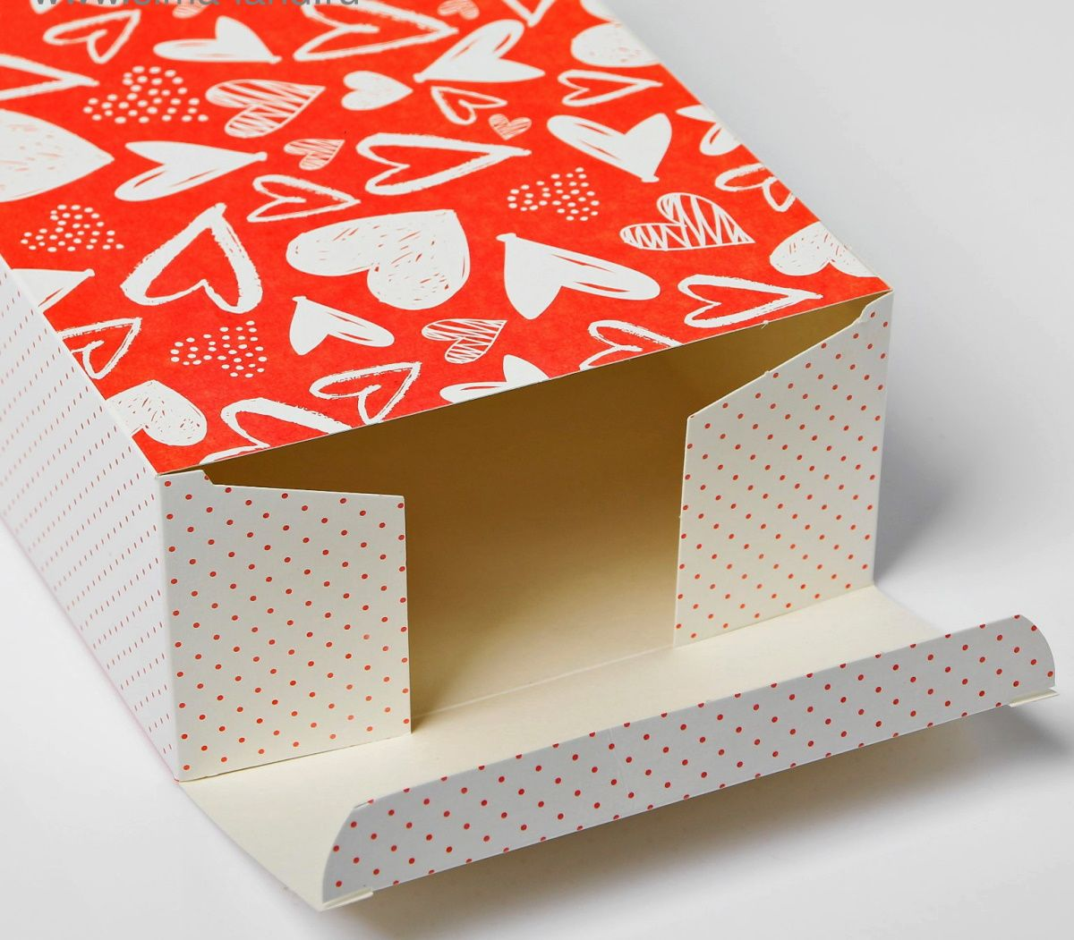 Складная картонная коробка  С любовью  - 16 х 23 см.