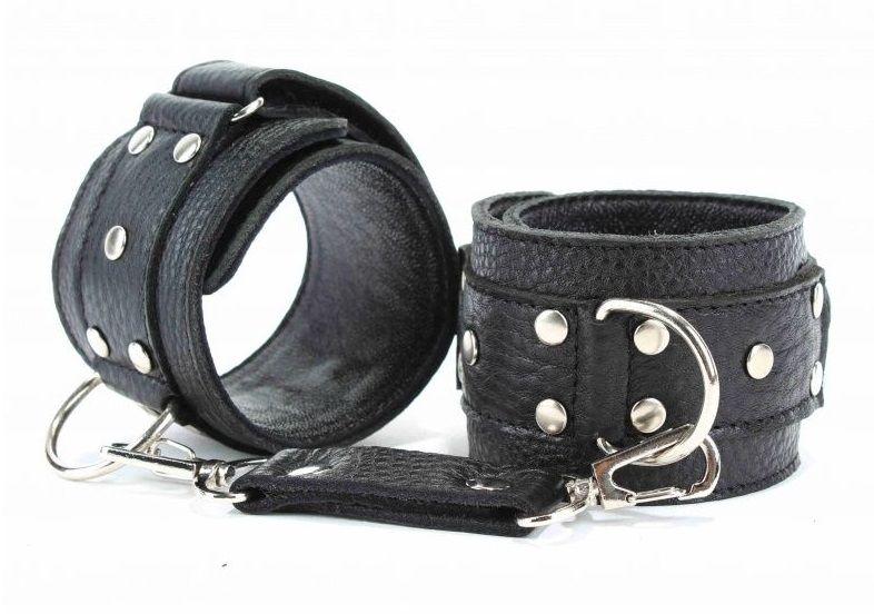 Чёрные кожаные наручники
