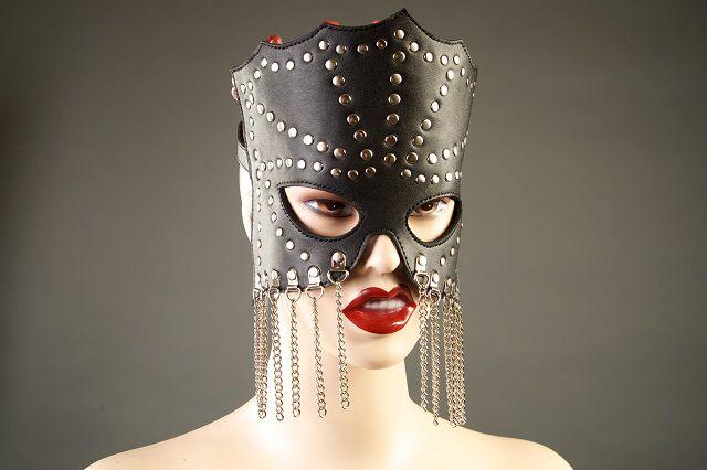 Кожаная маска-очки с цепочками