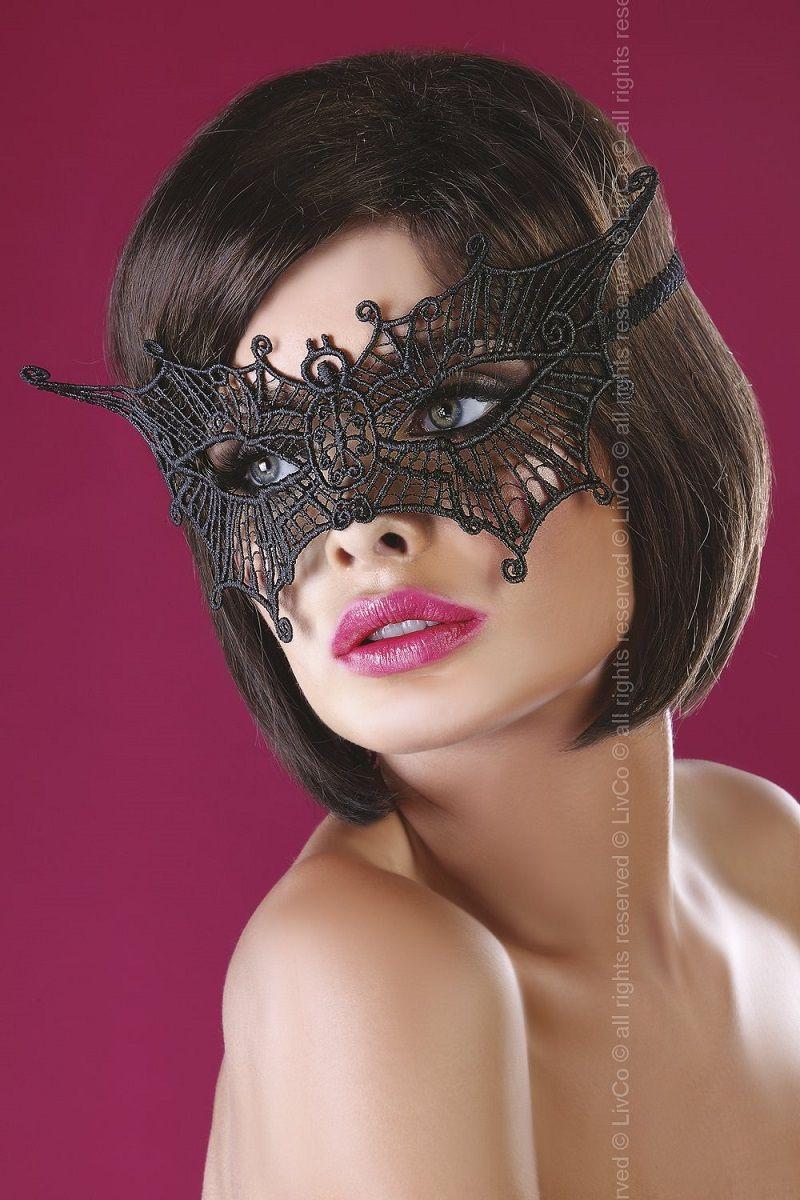 Ажурная маска в форме бабочки
