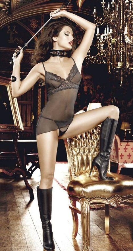 Восхитительный эротический комплект из кружевной сорочки и трусиков