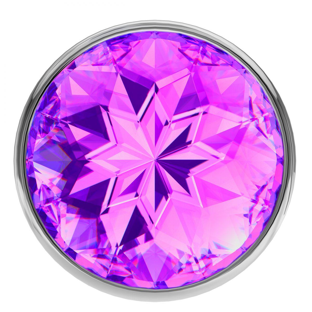 Большая серебристая анальная пробка Diamond Purple Sparkle Large с фиолетовым кристаллом - 8 см.