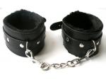 Черные оковы на цепочке с карабинами #108625