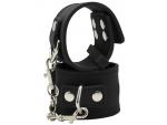 Черные силиконовые наручники с фиксацией на карабинах