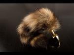 Маленькая золотистая пробка с хвостом енота - 7,5 см. #52600