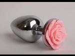 Серебристая анальная пробка со светло-розовой розочкой - 7,6 см.