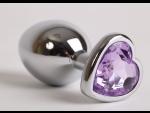 Серебристая анальная пробка с ксиреневым стразиком-сердечком - 8 см.