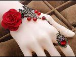 Браслет Ceri с цветами, бусинами и кольцом