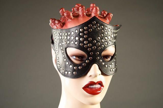 Чёрная маска-очки с клёпками