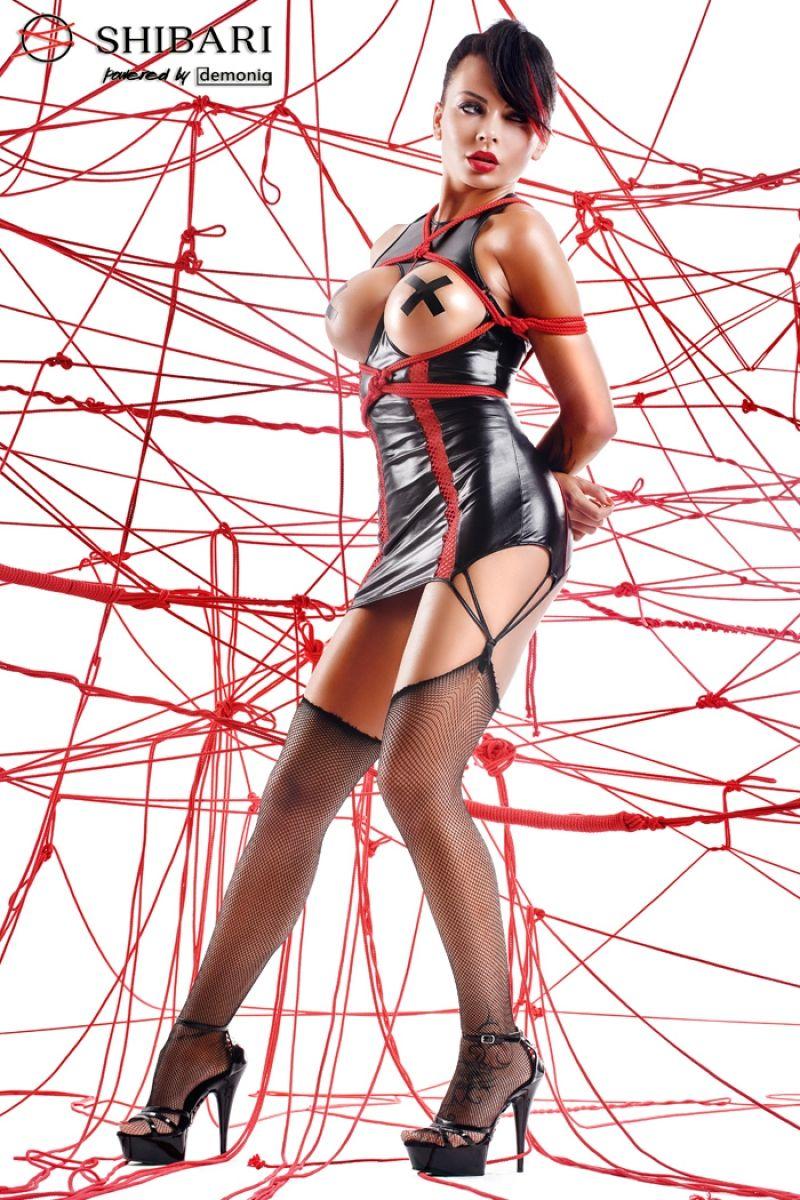 Платье с открытой грудью Yuriko в комплекте с веревками для связывания