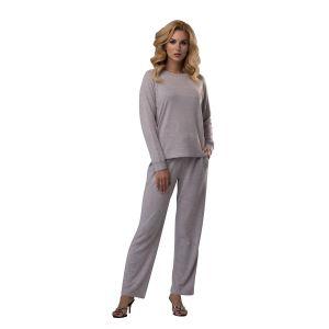 Элегантный женский костюм с прямыми брюками