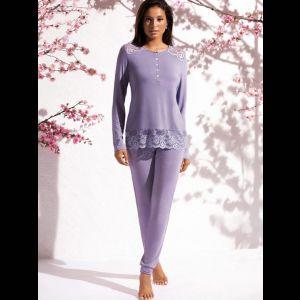 Нежная женская пижама с кружевной отделкой