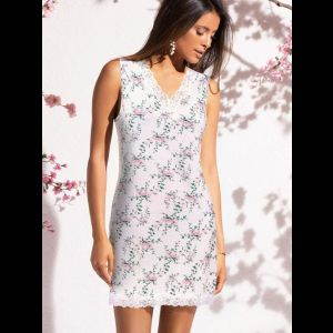 Коротенькая женская сорочка с цветочным принтом