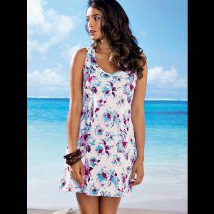 Короткое пляжное платье на широких бретелях