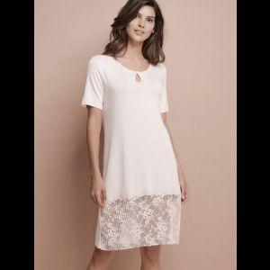 Нежная женская сорочка с кружевным низом