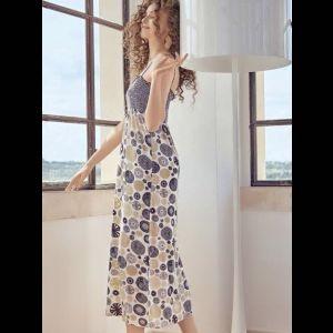 Длинное женское платье на тоненьких бретелях