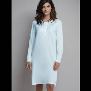 Короткая женская сорочка на пуговках с длинным рукавом