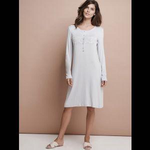 Нежная женская сорочка с длинным рукавом