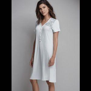 Изящная женская сорочка на пуговицах с коротким рукавом