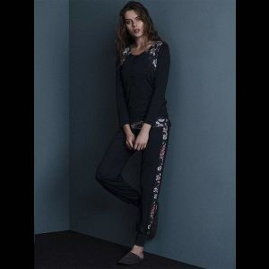 Оригинальная женская пижама с цветочными вставками