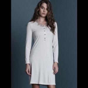 Короткая женская сорочка с кружевом