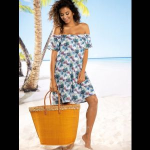 Легкое пляжное платье с тропическим принтом